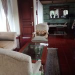 villa puncak fasilitas kolam renang, karaoke, billiard dan aula